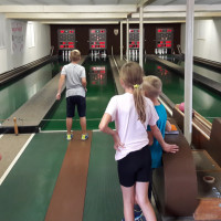 Kinder beim Kegeln Ferienspaß der SPD Bergrheinfeld